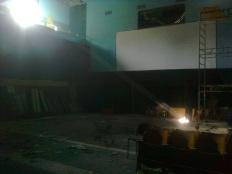 roma, cine teatro volturno occupato, allagato, illuminato